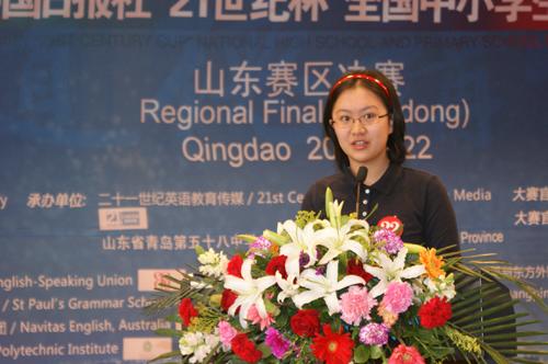 高中组亚军选手崔玥正在回答评委的提问
