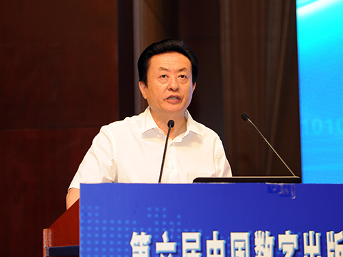 国家新闻出版广电总局副局长孙寿山作主旨报告(邓杨/摄)