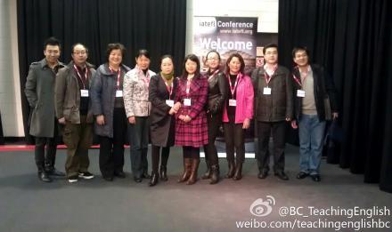 中国代表团在会场注册处合影