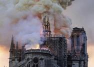 巴黎圣母院惨遭大火