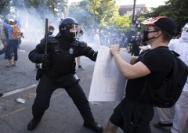 美国抗议愈演愈烈,社会问题凸显