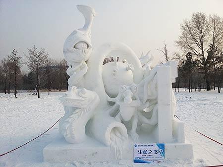 大学生雪雕