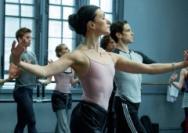 芭蕾舞演员:涅槃于黑暗之中