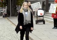 """芬兰女孩担任""""一日总理"""",呼吁性别平等"""
